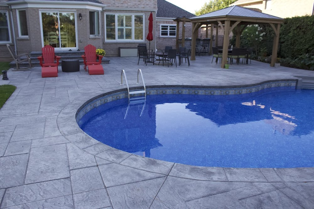 Stamped patio pool coping